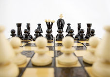 Bianchi prima del gioco di scacchi Fotografia Stock