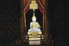 Bianco Buddha della Tailandia Bangkok Wat Rachanada Fotografie Stock Libere da Diritti