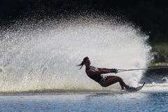 Bianco del nero della ragazza di corsa con gli sci di acqua   Fotografie Stock Libere da Diritti
