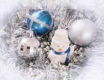 Bianco del pupazzo di neve degli ornamenti del nuovo anno Fotografie Stock Libere da Diritti