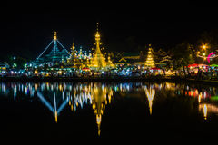 Bianco della pagoda di Wat Chong Klang al crepuscolo fotografia stock