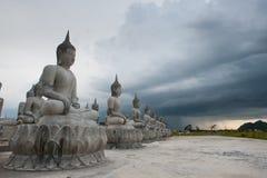 Bianco della statua di Buddha fotografia stock