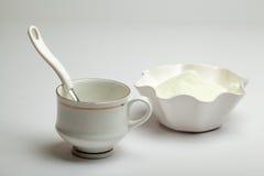Bianco della tazza, del cucchiaio e di latte in polvere Fotografia Stock Libera da Diritti