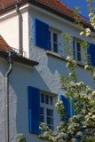 bianco e blu della facciata della casa Immagine Stock Libera da Diritti