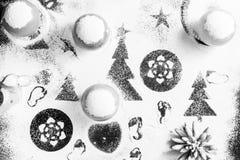 In bianco e nero creando un'immagine di neve e degli alberi di Natale Fotografie Stock
