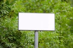 In bianco firmi dentro il legno fotografia stock