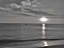 Bianco nero del ` di tramonto N immagine stock