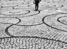 Bianco nero di camminata del cerchio Immagine Stock Libera da Diritti