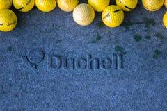 Biarritz/Frankrijk 27 07 18: De praktijk van de het dienbladwaaier van de Duchellgolfbal met srixon gele golfbal royalty-vrije stock fotografie
