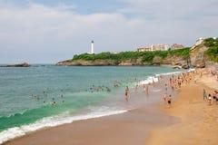 Biarritz/Frankrijk-26 07 18: Van de het strandzomer van het land van Biarritz Baskische het toerismemassa royalty-vrije stock fotografie