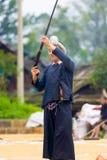 Biasha Miao Minority Man Shooting Gun hårbulle Arkivbilder
