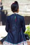 Biasha Miao Minority Woman Rear Bun frisyr fotografering för bildbyråer