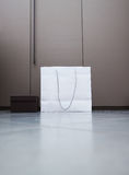 Biały brązu pudełko i torba na zakupy Zdjęcie Stock