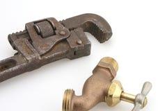 Bib da mangueira e chave de tubulação fotografia de stock royalty free