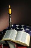 Bibbia e bandiera americana Fotografia Stock Libera da Diritti