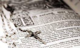 Bibbia e rosario Fotografia Stock