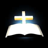 Bibbia e traversa Fotografie Stock