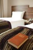 Bibbia nella camera di albergo Fotografia Stock Libera da Diritti