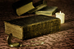 Bibbia-orologio-termo fotografie stock