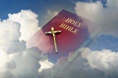 Bibbia santa in cielo Fotografia Stock