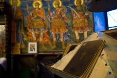 Bibbia santa sull'altare Fotografia Stock Libera da Diritti