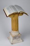 Bibbia sul basamento Fotografia Stock