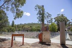 Bibbulmun spår på den Mundaring dammbyggnaden Arkivbild