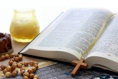 Bibel geöffnet. Lizenzfreies Stockfoto