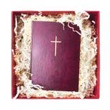 Bibel im Geschenkpackpapier stockbilder