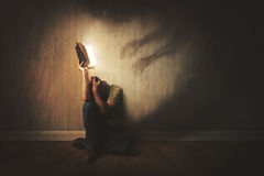 Bibel och mörka skuggor Royaltyfria Bilder