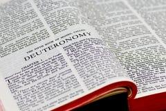 Bibel-Seite - Deuteronomy Lizenzfreies Stockbild