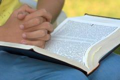 Bibel-Studie lizenzfreie stockfotografie