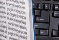 Bibel-Studie Online Lizenzfreies Stockfoto