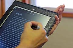 Bibel u. iPad Stockbild