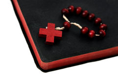 Bibel und Rosenbeet Lizenzfreie Stockbilder