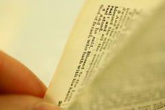 bibelbläddring Fotografering för Bildbyråer