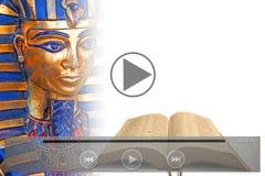 Bibelförutsägelsevideo på den mobila minnestavlaapparaten Arkivfoto