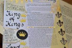 Bibelkonst som för journal över om konung av konungar Arkivfoto