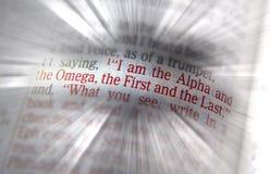 Bibeltext är jag alfabetisken och omegan Arkivbild