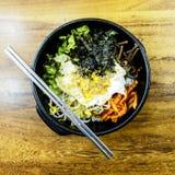 Bibimbap är den mest berömda koreanska maträtten Seoul Sydkorea royaltyfria bilder