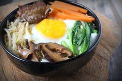Bibimbap, традиционная корейская еда стоковое фото