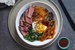 Bibimbap, carne de vaca coreana y verduras foto de archivo libre de regalías