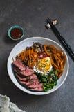 Bibimbap, koreanskt nötkött och grönsaker royaltyfria foton
