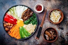 Bibimbap, traditionele Koreaanse schotel, rijst met groenten en rundvlees Stock Afbeeldingen
