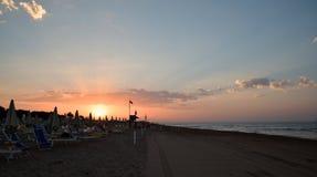 Bibione plaża przy rankiem, wschód słońca, ocean, Włochy obrazy stock