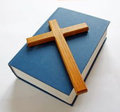 Bible and cross Royalty Free Stock Photos