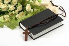 Bible, crucifix and roses Royalty Free Stock Photos