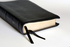 Bible en cuir noire Photo stock