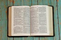Bible ouverte au livre de Pslams Photographie stock