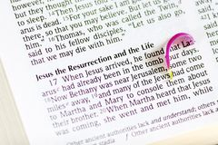 Bible ouverte sur le texte célèbre Images libres de droits